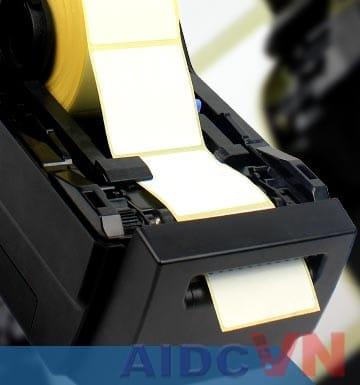 Máy in tem SATO CG2 Series khi được lắp giấy in mã vạch vào