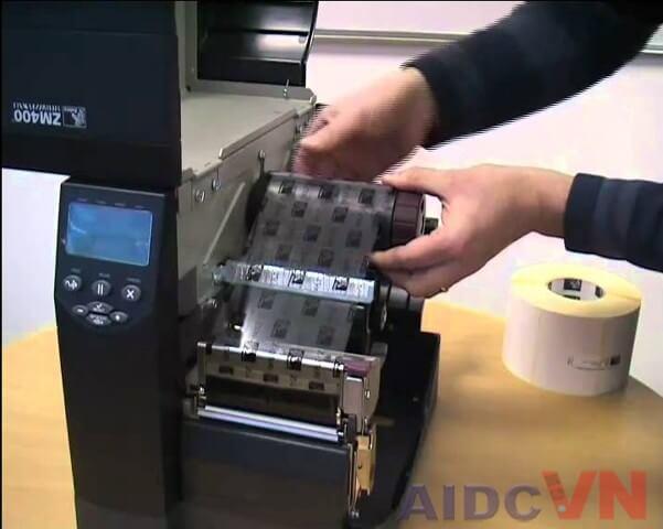 Lỗi máy in mã vạch - Lỗi lắp đặt giấy mực bị sai và cách khắc phục