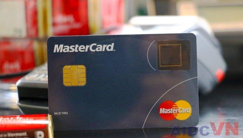Triển khai ứng dụng công nghệ cảm biến vân tay vào thẻ ngân hàng