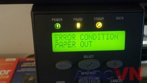 Máy in mã vạch bị lỗi giấy Paper out