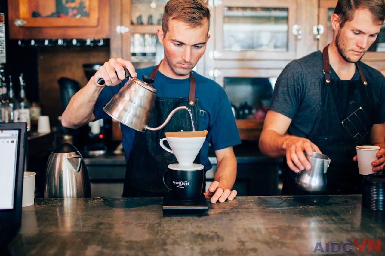 Hãy trở thành 1 bartender trước khi mở quán Cafe
